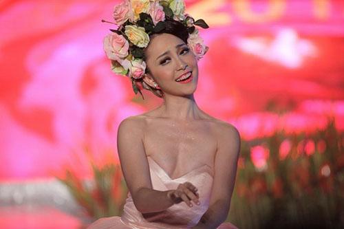 Soi những điểm không hoàn hảo của các mỹ nhân Việt 8