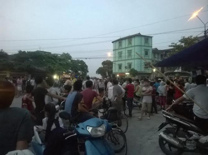 Hình ảnh Hải Dương: Đang đi đưa tang, đột nhiên mang quan tài diễu phố số 3