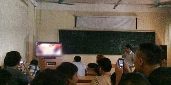 Thầy mở phim khiêu dâm trong lớp 'gây sốc' 5