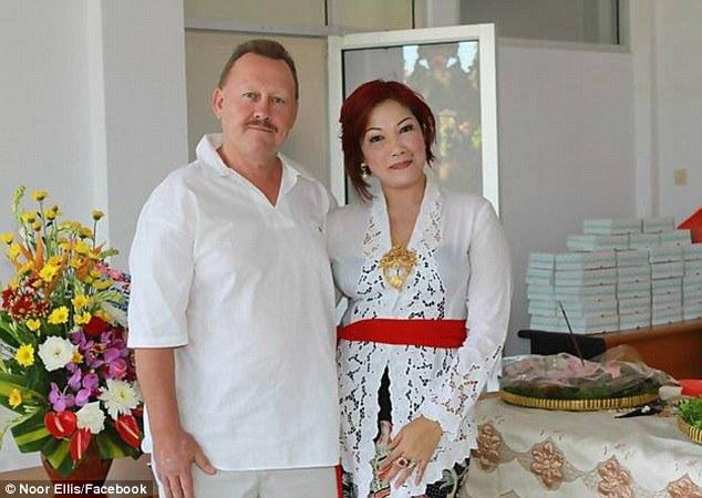 Vợ Indonesia cắt cổ chồng Anh vì ghen tuông 4