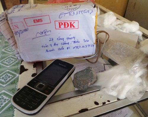 'Đường đi' của chiếc iPhone 5 biến thành...2 cục đá 5