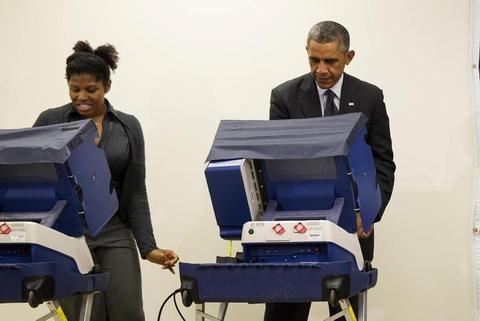 """Tổng thống Obama bị """"đánh ghen"""" khi đi bỏ phiếu 5"""