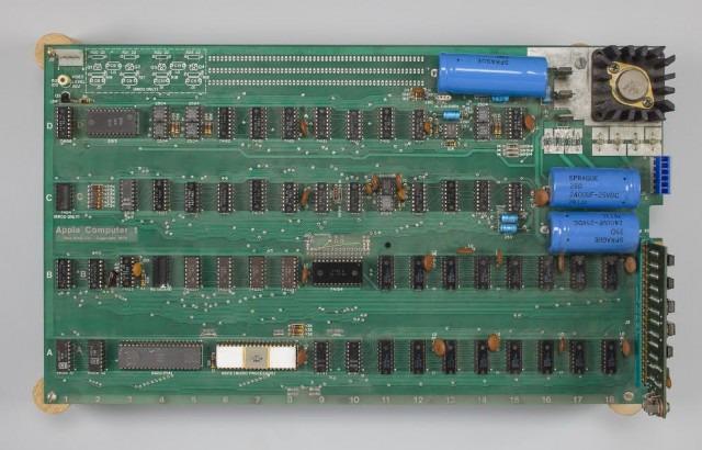 Chiếc máy tính đầu tiên của Apple có giá 905 000 USD 5