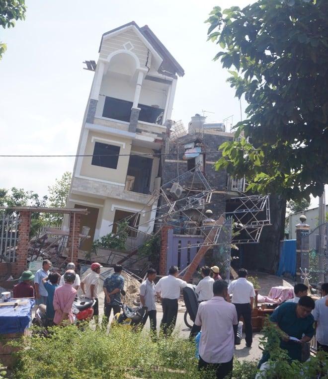 Vừa xây xong, ngôi nhà 4 tầng bỗng dưng đổ trong đêm 5