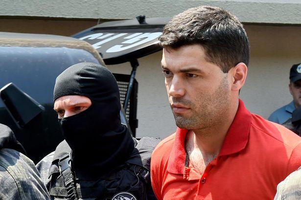 Kẻ giết người hàng loạt yêu cầu cảnh sát cho phép giết bạn tù 4