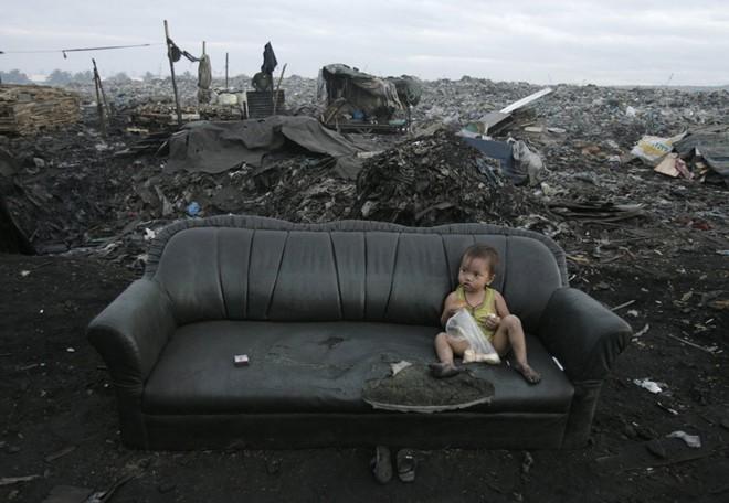 Cận cảnh cuộc sống trẻ em những nơi bẩn nhất thế giới 13