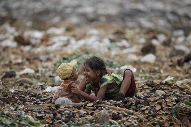 Cận cảnh cuộc sống trẻ em những nơi bẩn nhất thế giới 17