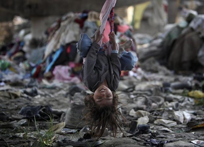 Cận cảnh cuộc sống trẻ em những nơi bẩn nhất thế giới 18