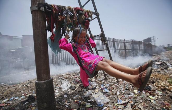 Cận cảnh cuộc sống trẻ em những nơi bẩn nhất thế giới 22