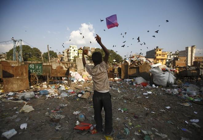 Cận cảnh cuộc sống trẻ em những nơi bẩn nhất thế giới 23