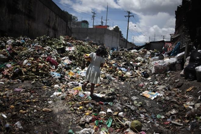 Cận cảnh cuộc sống trẻ em những nơi bẩn nhất thế giới 11