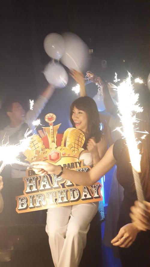 Pha Lê tổ chức sinh nhật hoành tráng sau scandal tố giật chồng 8