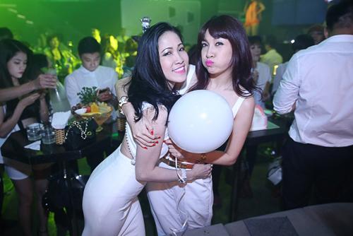 Pha Lê tổ chức sinh nhật hoành tráng sau scandal tố giật chồng 10