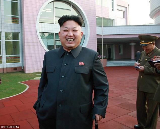 Hình ảnh dịu dàng của Kim Jong-un khi tới thăm trại trẻ mồ côi 5