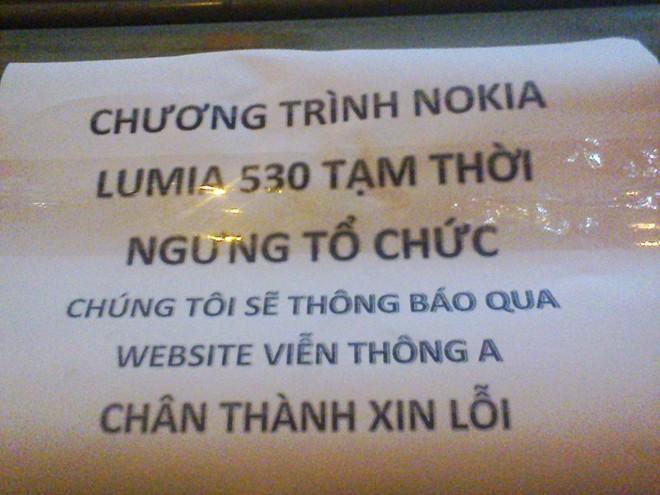 Chen chúc tràn ra đường để mua Lumia 530 giá 530.000 đồng 6
