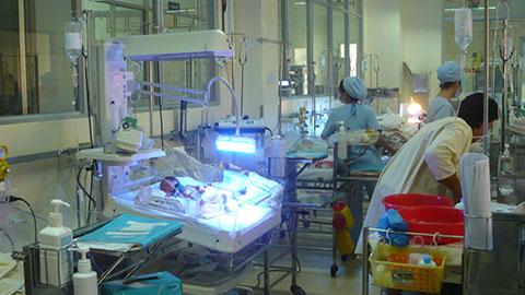 Vụ xe bồn cán chết sản phụ: Bé trai sơ sinh sẽ phải lắp chân giả 4