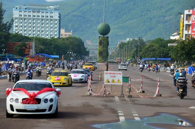 Đoàn siêu xe rước dâu gây xôn xao quê nghèo Bình Định 4