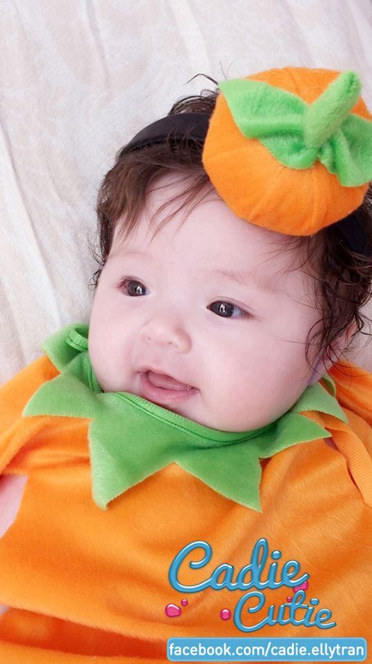 Con gái Elly Trần hóa bí ngô Halloween cười tít mắt 6