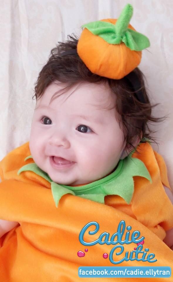 Con gái Elly Trần hóa bí ngô Halloween cười tít mắt 8