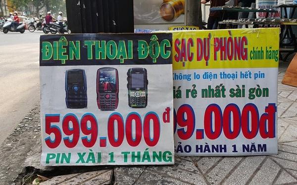 Điện thoại pin xài một tháng giá 600.000 bán ở lề đường 5