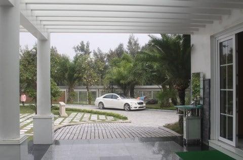 Đẳng cấp đại gia Thanh Hóa: Dinh thự trắng 50.000 m2, 4 máy bay 8