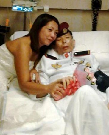 Sĩ quan cảnh sát mắc ung thư giai đoạn cuối cưới vợ trên giường bệnh 9