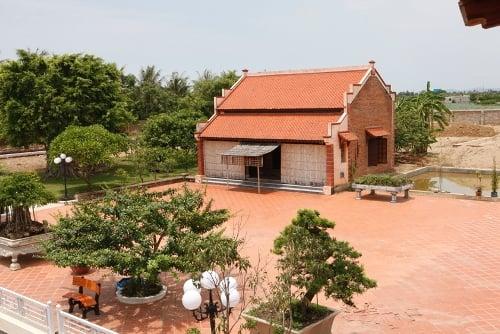 Đẳng cấp đại gia Thanh Hóa: Dinh thự trắng 50.000 m2, 4 máy bay 10
