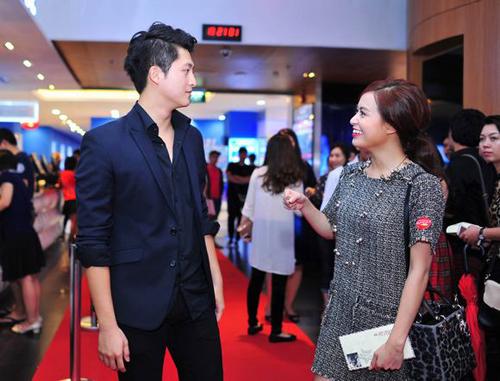 Hoàng Thùy Linh và bạn trai tin đồn dính như sam trong sự kiện 6
