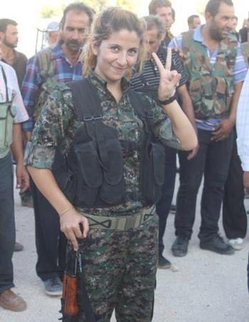 Nữ binh xinh đẹp tiêu diệt 100 phiến quân IS vẫn còn sống 5