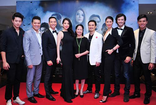 Hoàng Thùy Linh và bạn trai tin đồn dính như sam trong sự kiện 7