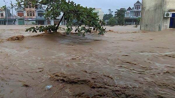 Biển nước nhấn chìm thị trấn Đầm Hà 6