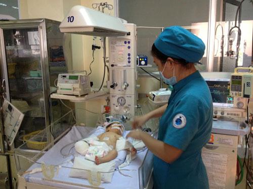 Vụ xe bồn cán chết sản phụ: Bé trai sơ sinh đã tỉnh, không phải thở máy 4
