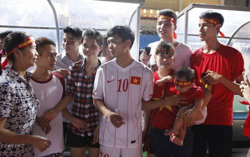 Gia đình Công Phượng U19 Việt Nam nhận được bao nhiêu tiền từ bầu Đức? 6