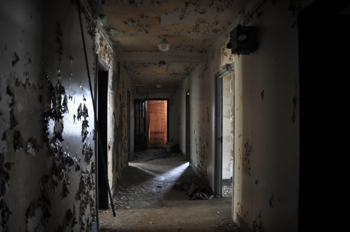 13 biệt thự bỏ hoang đáng sợ ở Mỹ 10