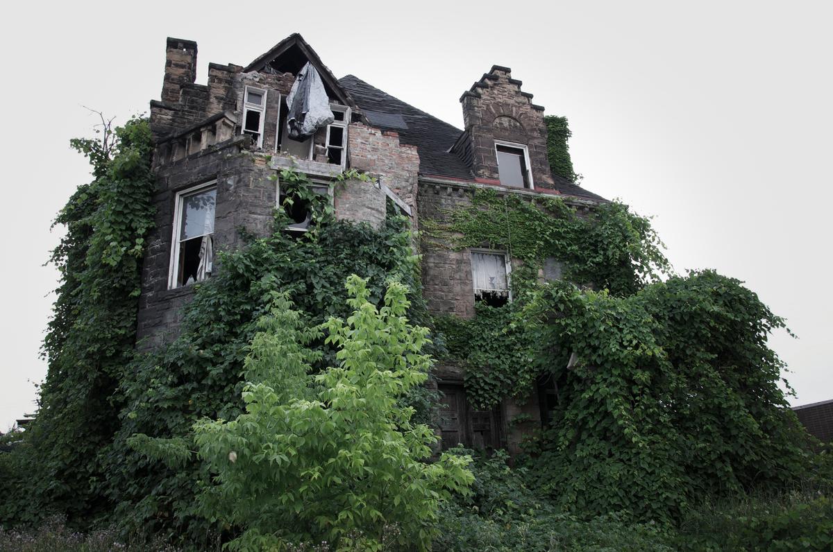 13 biệt thự bỏ hoang đáng sợ ở Mỹ 15