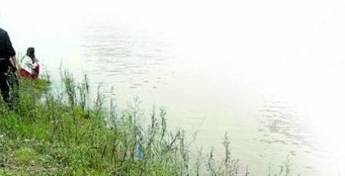 Bạn gái cũ và mới cùng nhảy sông thử lòng chàng trai, một cô thiệt mạng 6