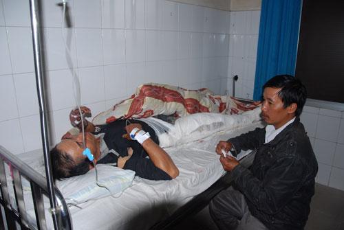 Lâm Đồng: Xe lao vực, 4 người chết, 4 người bị thương 5