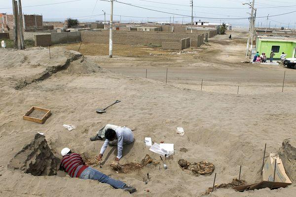 Phát hiện khu mộ tập thể 800 tuổi chứa hài cốt trẻ em mất tim ở Peru 7