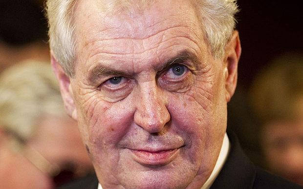Tổng thống CH Czech gây sốc vì văng tục ầm ĩ trên sóng phát thanh 4