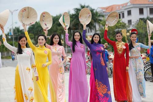 Ngắm dàn thí sinh Hoa hậu phía Nam khoe dáng với tà áo dài 5