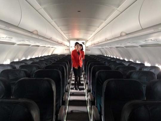 Siêu máy bay cánh cong đầu tiên của Jestar Parcific về Việt Nam 8