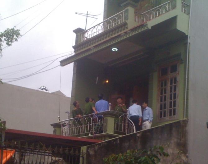 Nữ trưởng phòng bị sát hại: Bí ẩn người đàn ông mặc sơ mi trắng 7