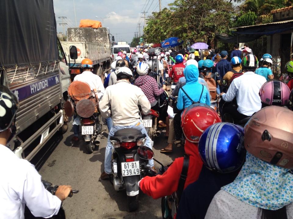 KDL Đại Nam quá tải : Giao thông tê liệt, cảnh sát ngất xỉu  6