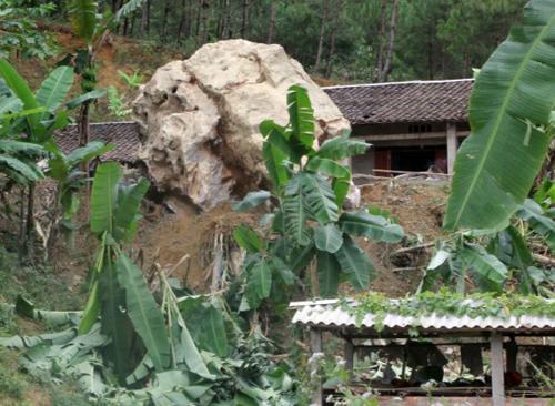 Nguyên nhân vụ sạt lở núi trong đêm, 7 người thoát chết thần kỳ 5