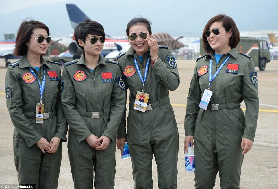 Dàn nữ phi công bay trình diễn xinh đẹp của Trung Quốc 4