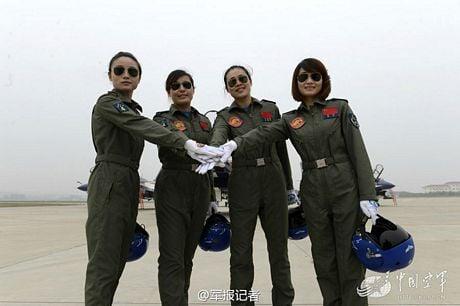 Dàn nữ phi công bay trình diễn xinh đẹp của Trung Quốc 12