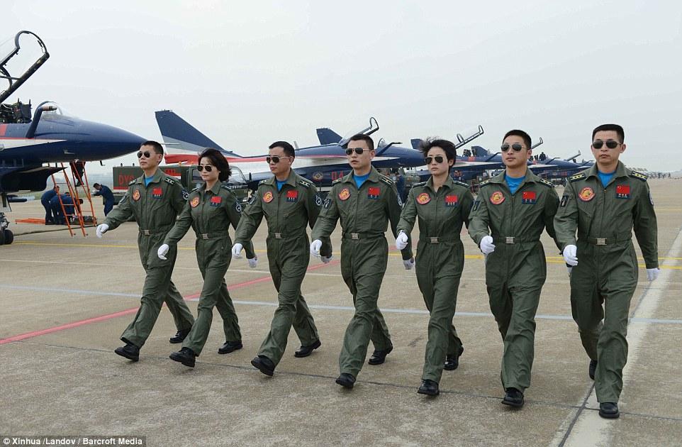 Dàn nữ phi công bay trình diễn xinh đẹp của Trung Quốc 7