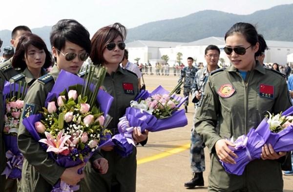 Dàn nữ phi công bay trình diễn xinh đẹp của Trung Quốc 10