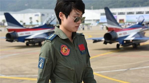 Dàn nữ phi công bay trình diễn xinh đẹp của Trung Quốc 13