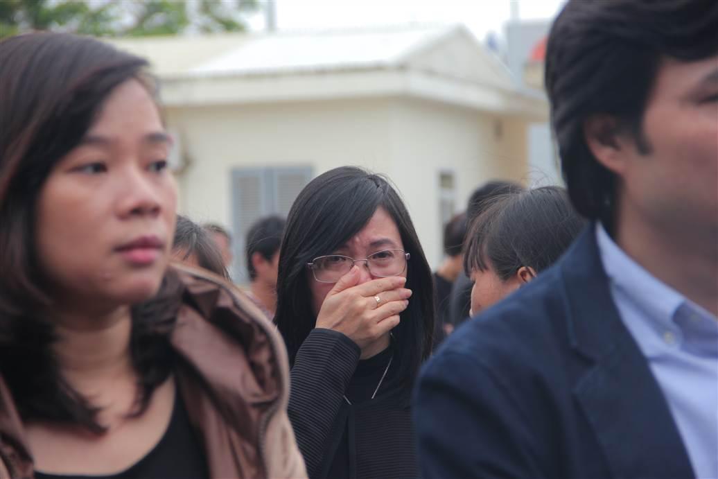 Chùm ảnh: Nghẹn ngào giây phút đón di cốt 3 mẹ con người Việt 6